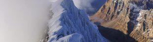 Luka Lindic y Ales Cesen cresteando desde la cumbre norte a la cumbre principal del Hagshu