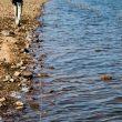 Caminante por la laguna de Cornalvo  ()