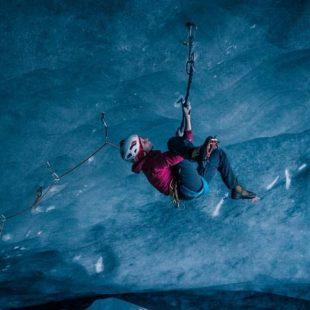 Lucie Hrozová en el glaciar Vatnajökull (Islandia)  (Foto: Tim Thompson)