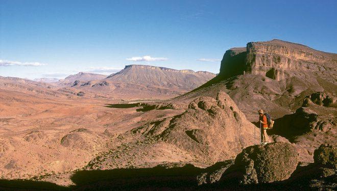 El Sarho es en esencia un gigantesco territorio poco conocido y salpicado de oasis verdes donde casi todo está por descubrir  ()