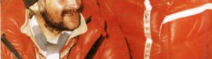 Krzysztof Wielicki y Leszek Cichy celebran en el campo base su ascensión a la cima del Everest en invierno que alcanzaron el 17 febrero 1980.  ()