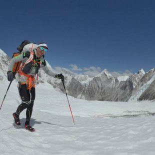 Ueli Steck aclimata en el C2 y el Hombro Occidental del Everest para la travesía Everest-Lhotse (abril 2017).  (© U. Steck)