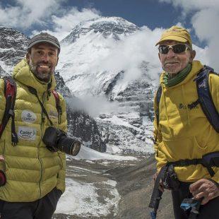 Carlos Soria y Sito Carcavilla en el campo base del Dhaulagiri 2017  (©Luis Miguel López Soriano)