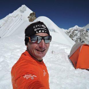 Ueli Steck en la cima del Lobuche (octubre 2015)  (Col. U. Steck)