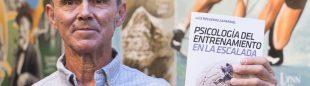 Luis Regueros en la Librería Desnivel en la presentación de su libro Psicología del  entrenaniento en la escalada  (© Darío Rodríguez/DESNIVEL)