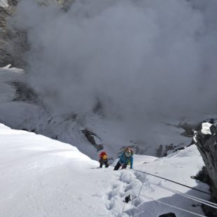 Jorge Egocheaga y Sung Taek Hong de camino al C2 de la cara sur del Lhotse.  (Sung Taek Hong)