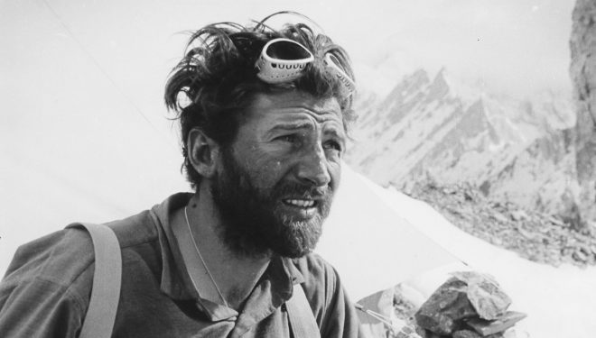 Hermann Buhl en el Broad Peak (junio 1957)  ()