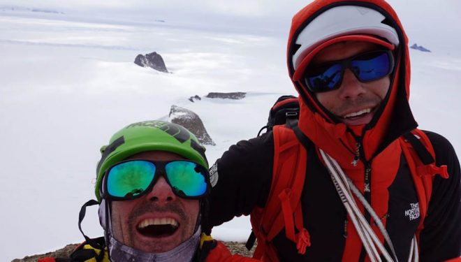 Cedar Wright y Alex Honnold en la cima del monte Fenris (Antártida). 2017  (@Cedar Wright)