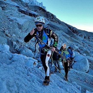 Karl Egloff y Nicolás Miranda durante su ascensión al Huascarán en 11 horas )