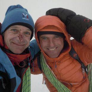 Míra Dub y Marek Holecek, en la cima del Monte Pizduch (macizo del Monte Wheat, Antártida)