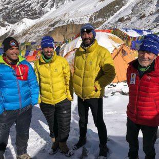 De derecha a izquierda, Carlos Soria, Luis Miguel López Soriano, Sito Carcavilla y Carlos Martínez en el campo base del Dhaulagiri. 2018