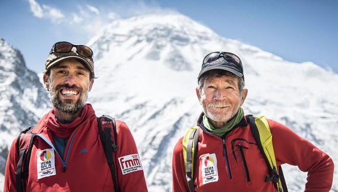 Sito Carcavilla y Carlos Soria en el campo base del Dhaulagiri. 2018