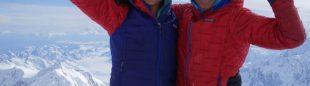 Anne G. Chase y Chantel Astorga en la cima del Denali, tras conseguir la primera femenina de la 'Slovak Direct'. 2018