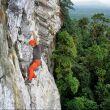 Manu Ponce escalando el L2 de Leve Leve (8b+, 400m.) en Cao Grande.