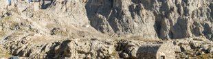 Refugio de Vega Huerta y cara sur de Peña Santa