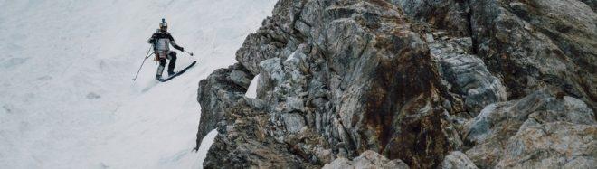 Andrzej Bargiel desciende esquiando el K2