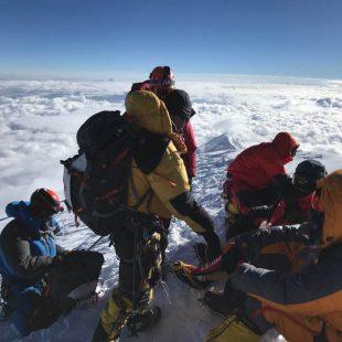 Alpinistas en la cima del K2 el pasado domingo. 2018