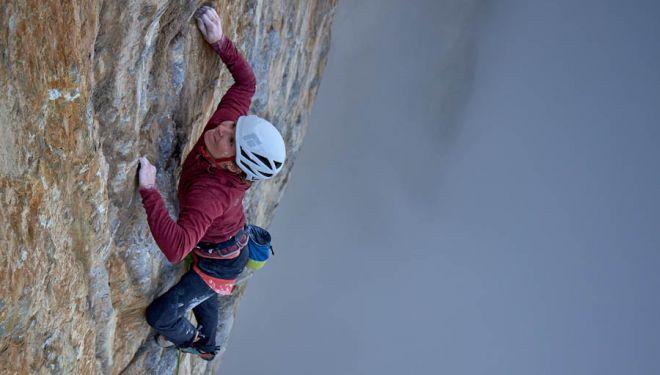 Barbara Zangerl durante la segunda repetición en libre de 'Odysee', en la norte del Eiger. 2018