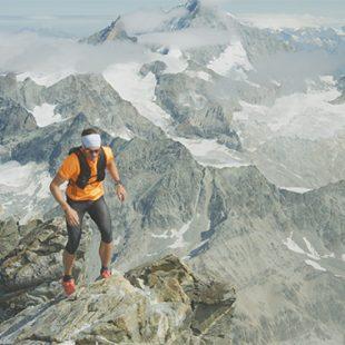"Andreas Steindl a 4.500m en el Matterhorn, donde marca récord de ascenso-descenso desde Zermatt en 3h59'52"""