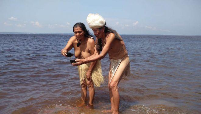 Tribus de todo el mundo recogen agua que viajará hasta la ceremonia de inauguración de Expotural.