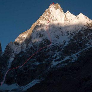 Línea de 'All izz well' a la cara noreste del Cerro Kishtwar