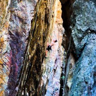 Alberto Rocasolano escala en La Raja (La Pedriza)