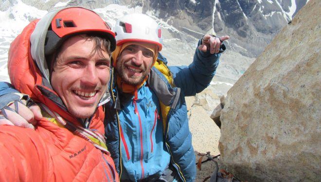 Cristóbal Señoret y Nicolás Secul en la cima del Cerro Peineta