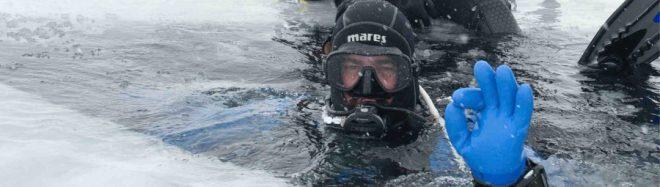 Buceando bajo el hielo
