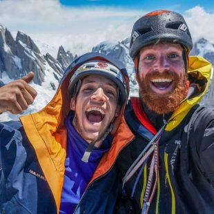 Max Didier y Siebe Vanhee, en la cima de la Aguja St Exupery