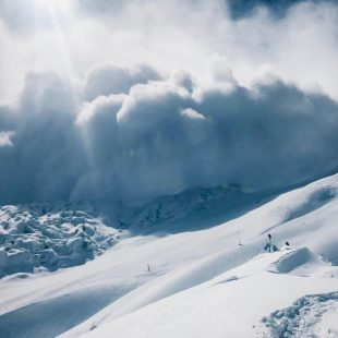 Simone Moro y Pemba Gelje Sherpa en el Manaslu invernal