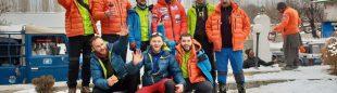 Álex Txikon y sus compañeros del K2 invernal, en Askole antes de empezar el trekking de aproximación