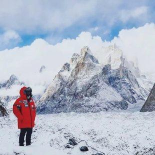 Álex Txikon, durante la aproximación al CB del K2 invernal