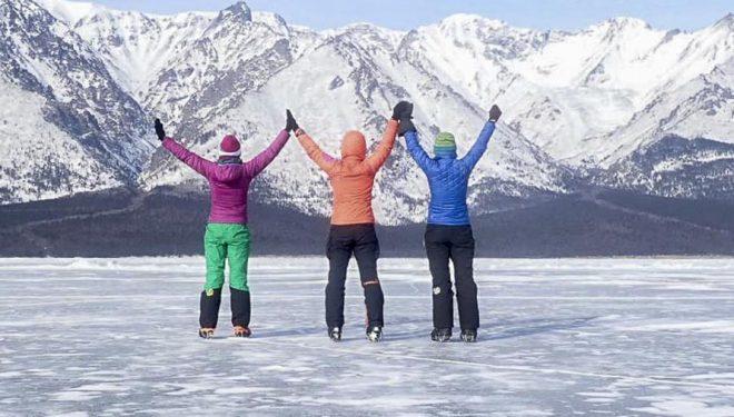 Chus Lago, Verónica Romero y Rocío García al termino de su travesía por el lago Baikal (febrero 2019)