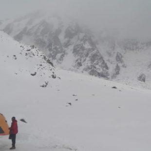 Meteo en el campo base del K2 en la mañana del 3 de marzo 2019. Aún no hay visibilidad para que vuelen los helicópteros pero parece que puede mejorar.