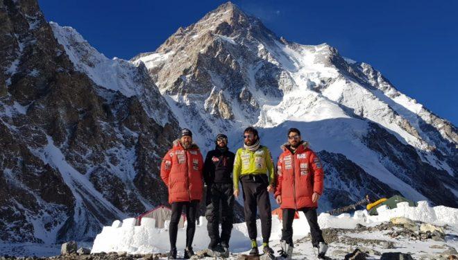 Álex Txikon y sus compañeros, a los pies del K2 tras regresar del intento de rescate en el Nanga Parbat