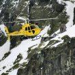 El helicóptero del Grupo de Rescate y Salvamento (GRS) de la Junta de Castilla y León entra en acción en el circo de Gredos.  (Desnivel/Gregorio Arranz)