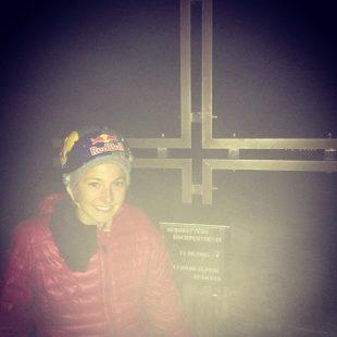 Sasha Digiulian en la cima de la Tre Cima (Oeste) tras encadenar Bellavista con Edu Marín.  (Sasha Digiulian)