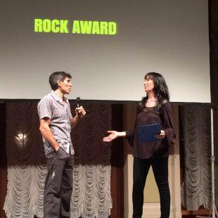 Daniel Andrada recogiendo el galardon Arco Rock Legends (premio Wild Country Rock).  (J.M.V-G)