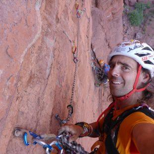 David Palmada Pelut escalando una de las Fisher Tower (Utah) en su proyecto de hacer las tres torres. 2015  (Col. David Palmada Pelut)