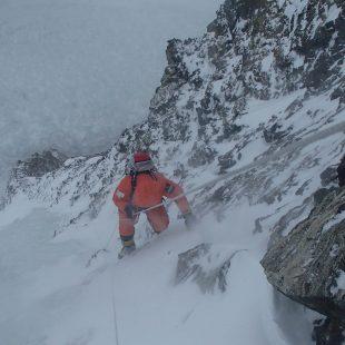 K2 invernal, el equipo polaco trabajando en la ruta.