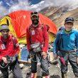 Sito Carcavilla, Carlos Soria y Luis Miguel López Soriano en el campo base del Dhaulagiri, tras dascender desde el C3. 2018