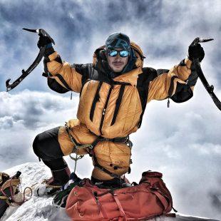 Nirmal Purja en la cima del Everest (2017)