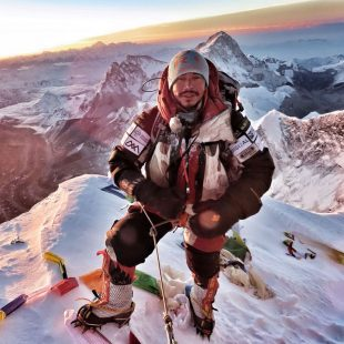 Nirmal Purja, amanecer en la cima del Everest